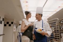 Céline Dion dans les cuisines du Ritz