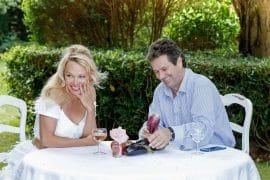 Pamela Anderson quitte son restaurant