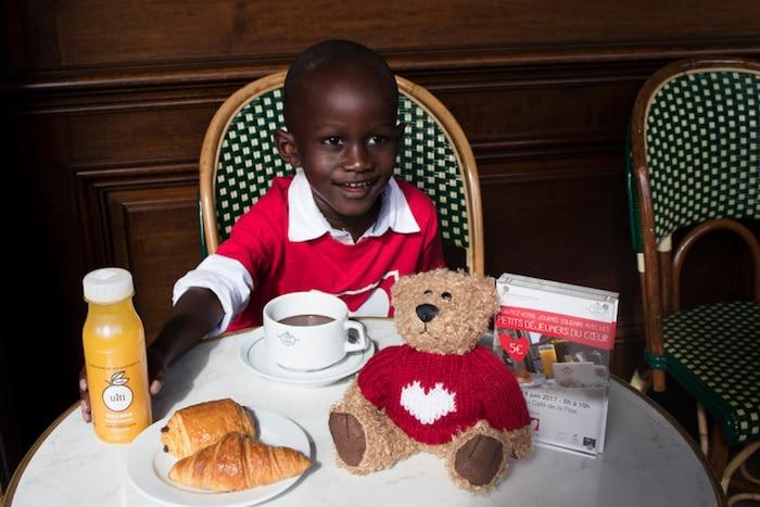 Petits déjeuners du cœur au Café de la Paix