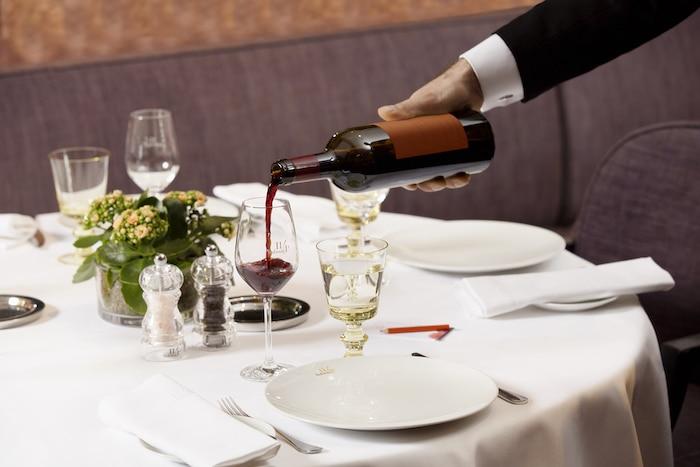 service du vin au 114 Faubourg