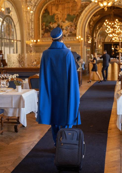Groom Le Train Bleu