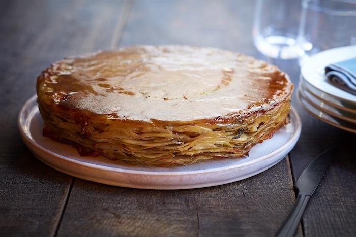 Pressé de pomme de terre aux champignons et volaille, sauce vin jaune
