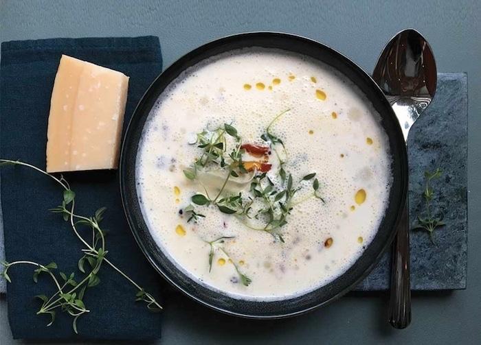 Soupe au parmesan : incroyablement délicieuse