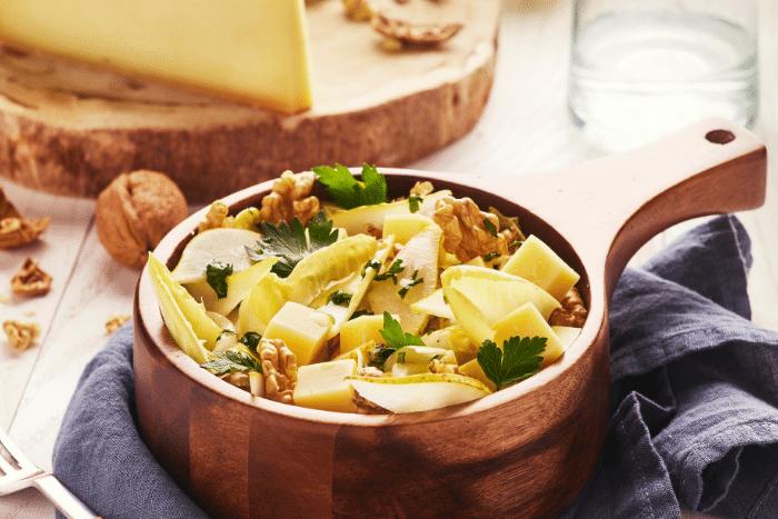 Salade d'endives à la Raclette de Savoie, aux poires et aux noix