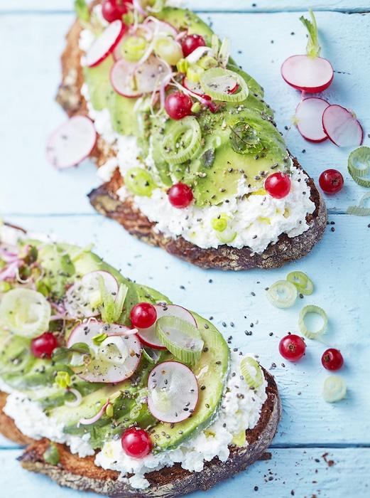 recette de Avocado toasts à la Mousse Chavroux ®
