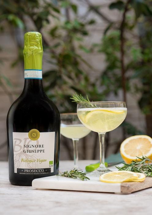 Rosmario Frizzante cocktail Prosecco