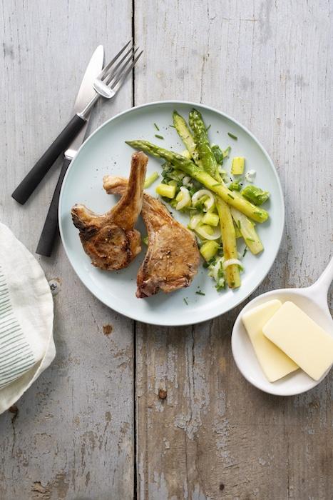 recette de Côtes d'agneau aux asperges vertes