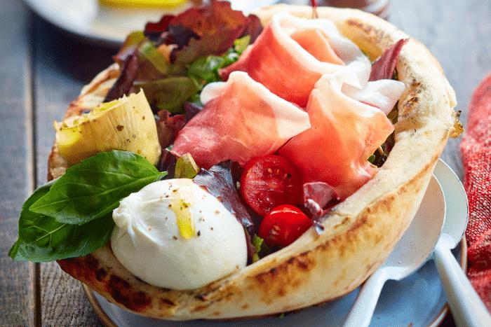 Pizza bowl de salade italienne