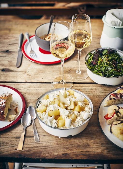 recette de Pavlova meringué aux poires pochées