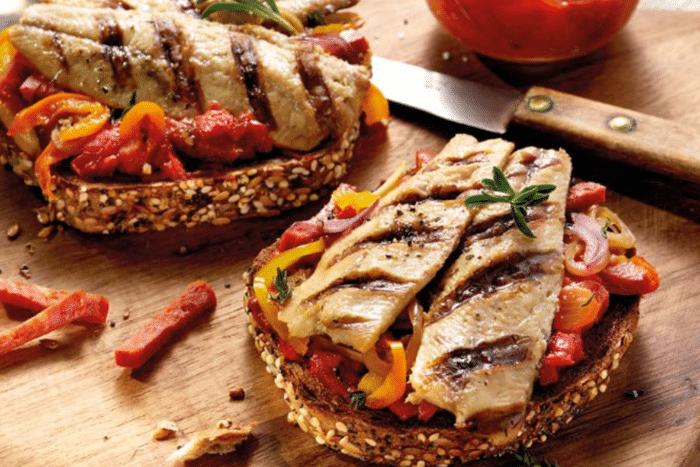 Bruschetta mer et terre aux filets de sardine grillés