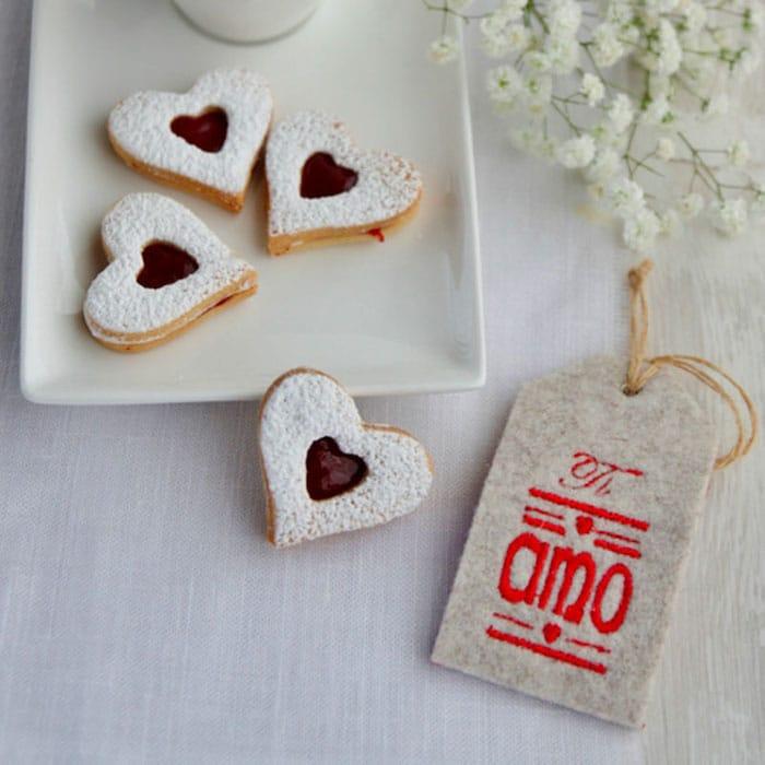 recette de Biscuits coeur à la confiture de framboise