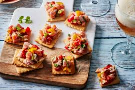 Ceviche de saumon et thon sur crackers