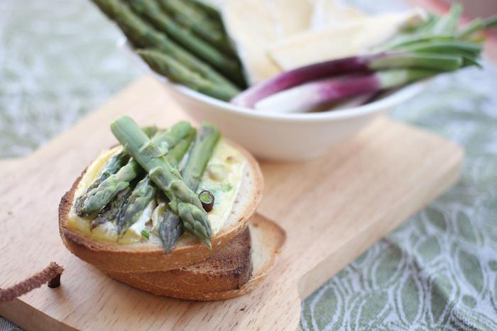 recette de Bruschetta aux asperges et au brie