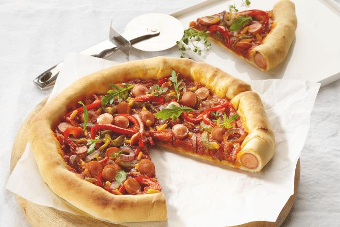 Pizza mexicaine fourrée aux saucisses