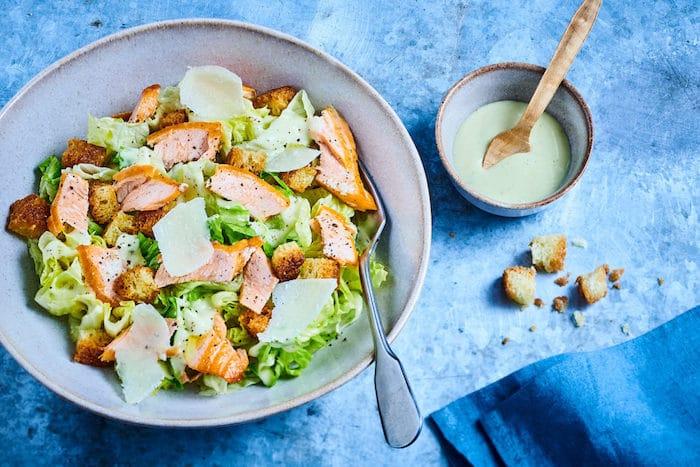 recette de Caesar Salad à l'effiloché de truite