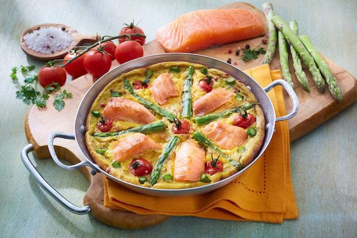 recette de Saumon en tortilla aux asperges et aux tomates