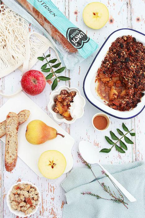 recette de Crumble de pain aux pommes et aux poires