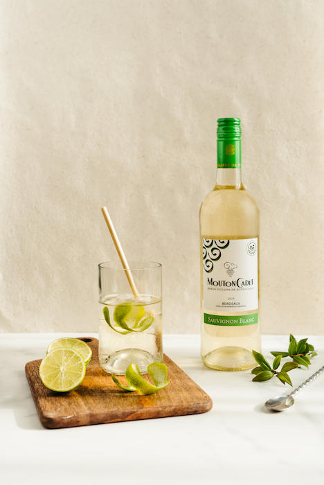 Mouton Cadet Sauvignon Blanc 2019 en cocktail