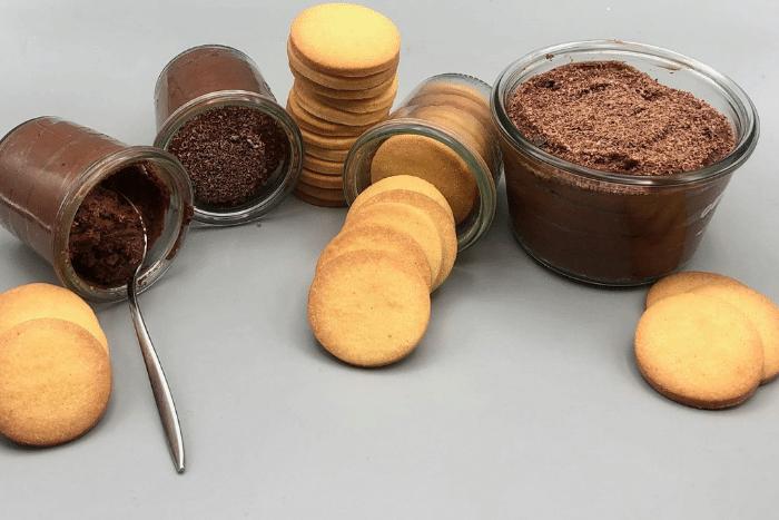 Mousse au chocolat et sablés vanille