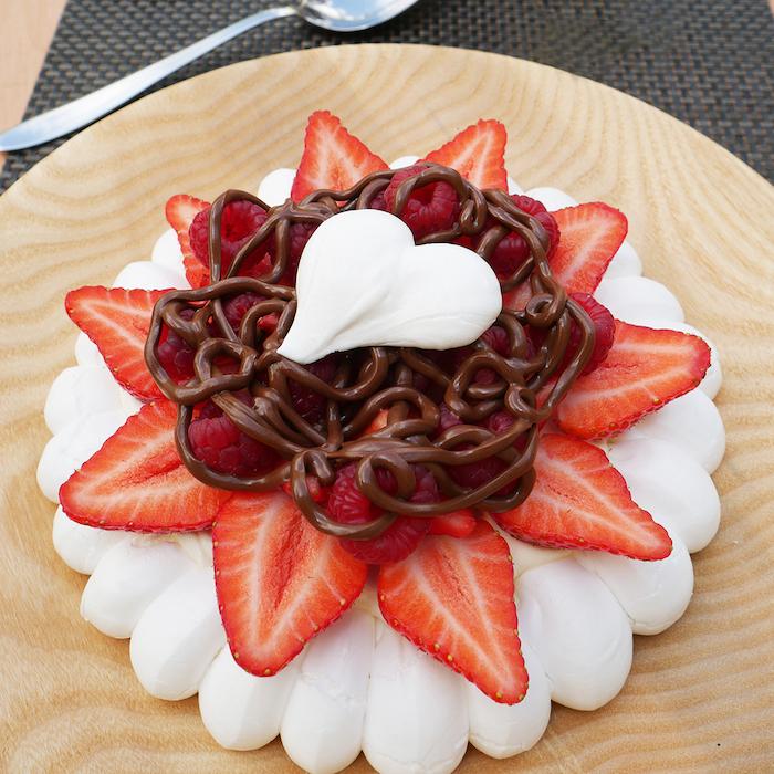 recette de Pavlova aux fruits rouges et au Nutella