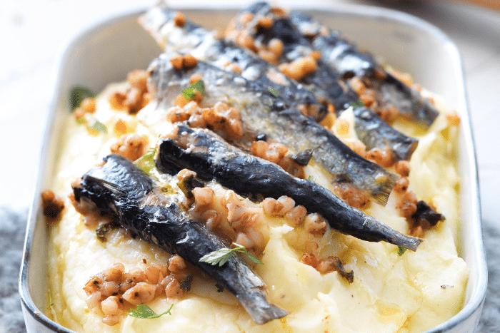 Purée à l'ancienne et sardines au sarrasin