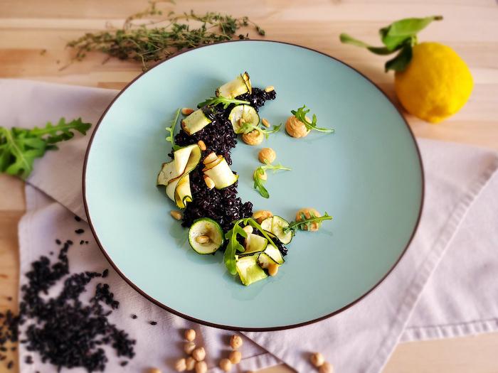 recette de Riz noir aux courgettes et houmous