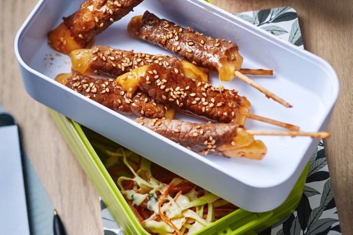 Yakitoris de boeuf à l'emmental et coleslaw