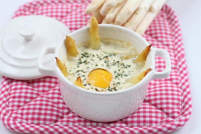 recette d'Oeufs cocottes aux asperges blanches
