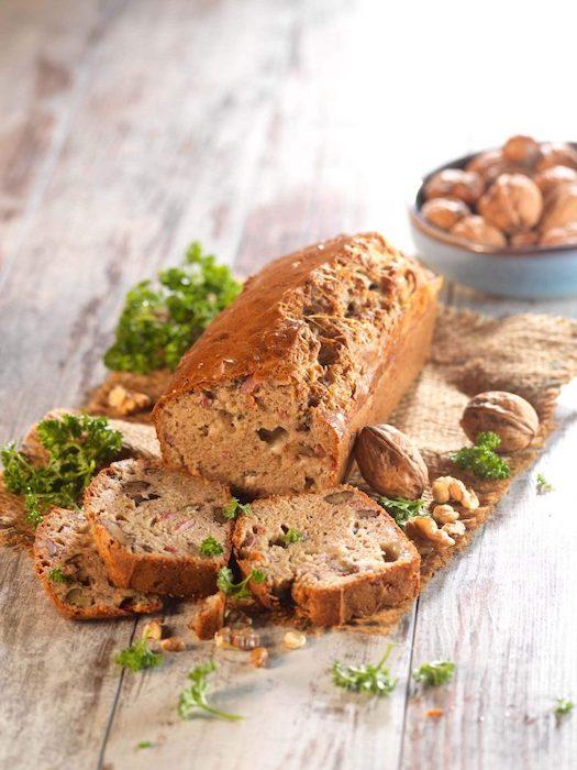 recette de Cake salé au roquefort et aux noix