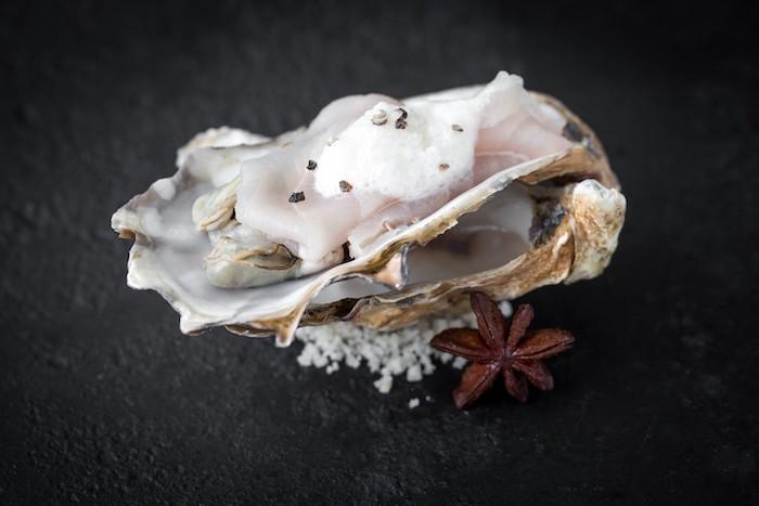 recette de Carpaccio d'esturgeon et huîtres pochées