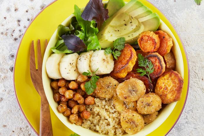 Buddha bowl au quinoa et bananes