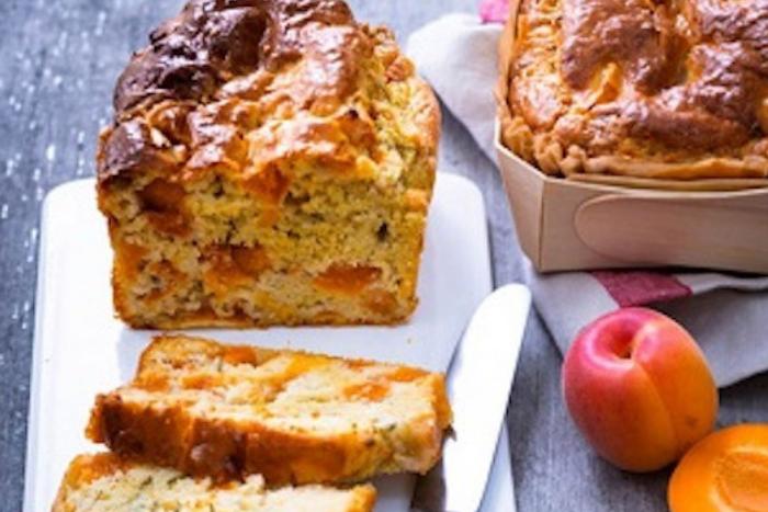 Cake aux abricots et roquefort