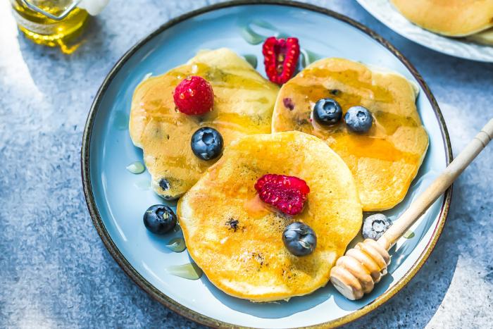 Pancakes aux myrtilles et à l'huile d'olive