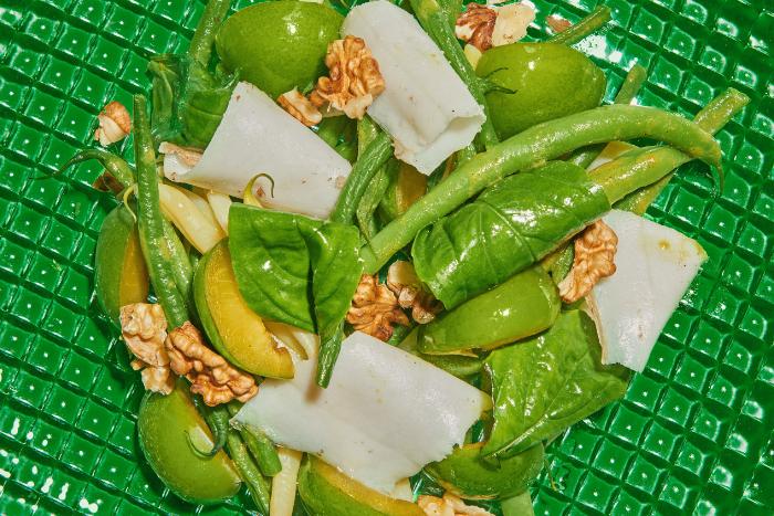 Prunes vertes marinées au sel