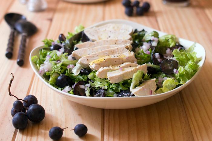 Salade de blancs de poulet au raisin