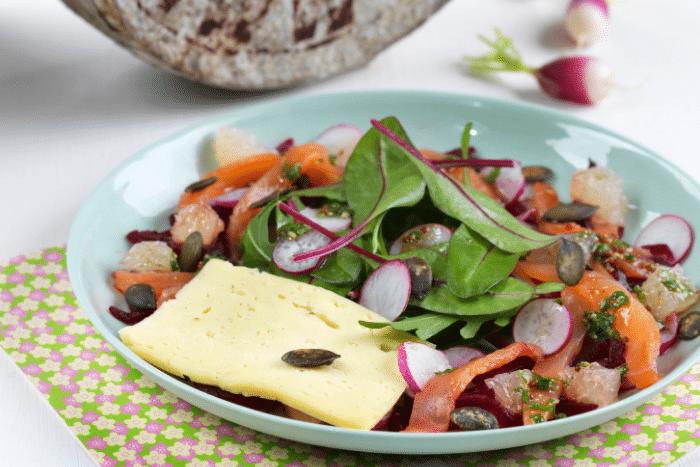 Salade de printemps à la Tomme de Savoie