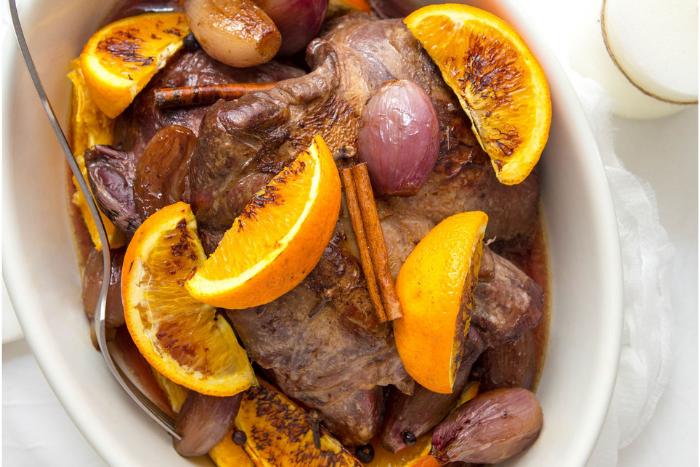 Chevreuil rôti à l'orange et aux épices