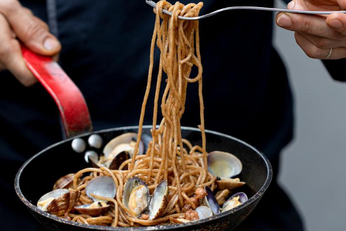 Spaghetti aux seiches et palourdes