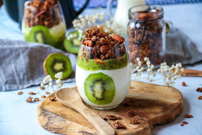 recette de Verrines au kiwi et granola au chocolat