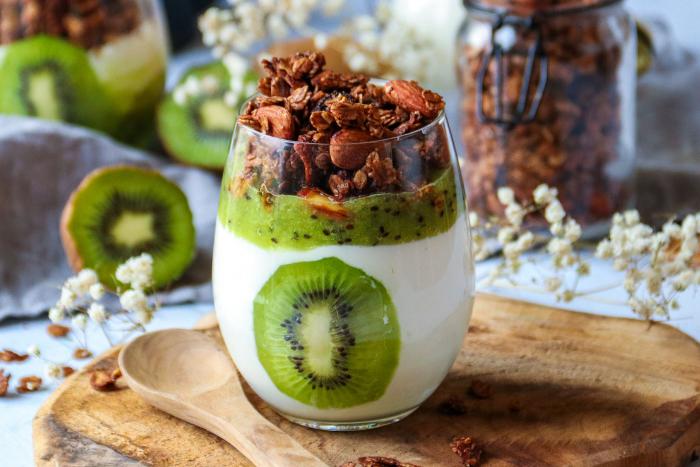 Verrines au kiwi et granola au chocolat