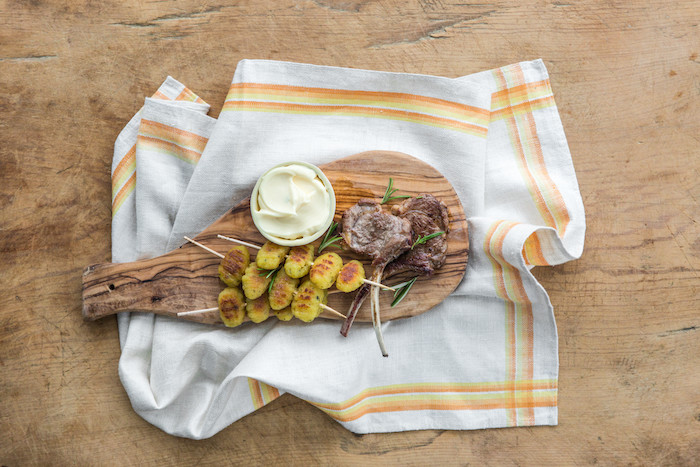 recette de Côtelettes d'agneau grillées et gnocchi