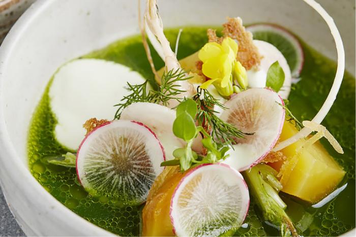 Bouillon de fines herbes au yaourt