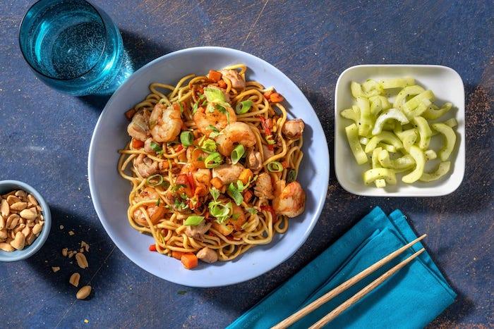 recette de Nouilles aux crevettes et poulet comme un Pad Thaï