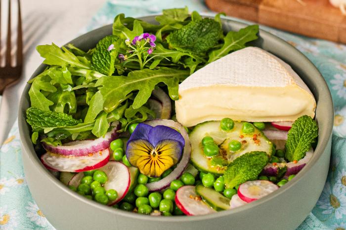 Salade printanière au Reblochon de printemps