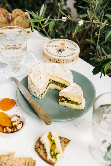 recette de Camembert farci aux herbes aromatiques