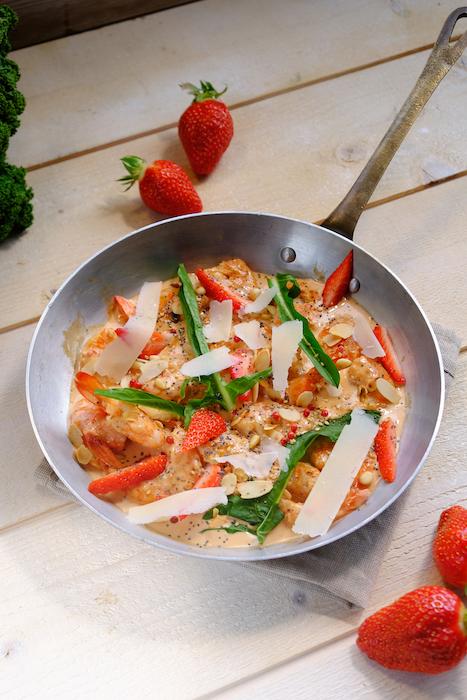 recette de Poêlée de gambas aux fraises et épinards