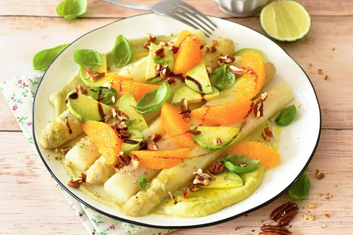 Salade d'asperges à l'avocat et aux oranges