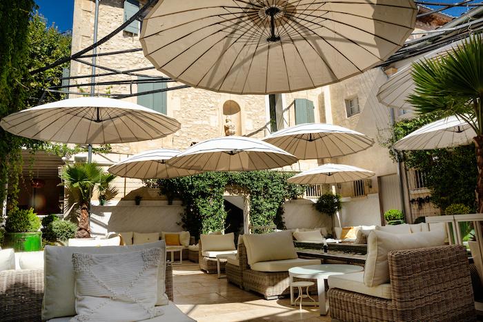 terrasse Auberge de Saint-Reḿy-de-Provence