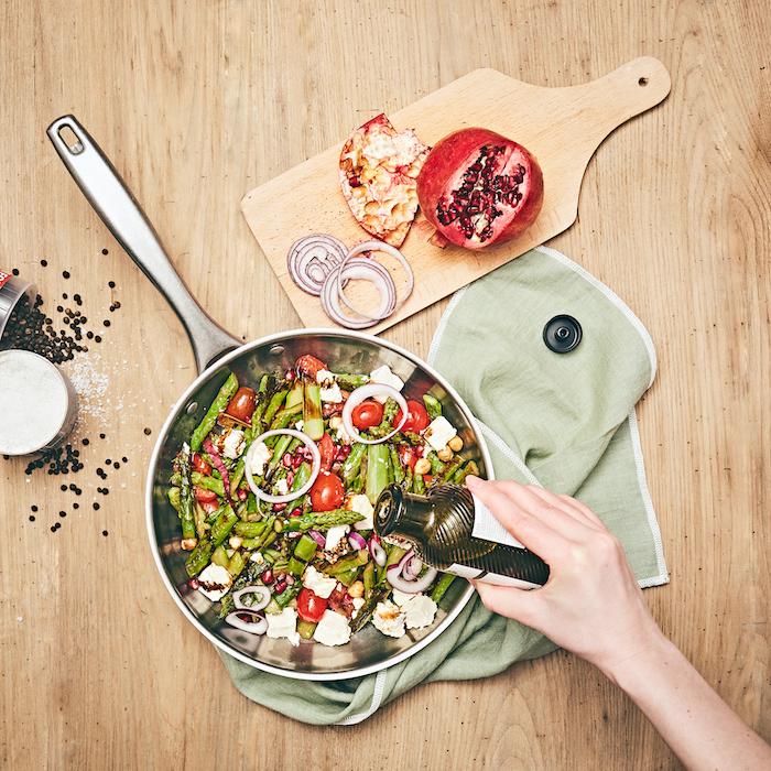 recette de Salade d'asperges poêlées aux tomates