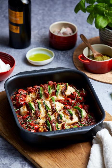 recette d'Hasselback de poulet aux tomates et à la mozzarella